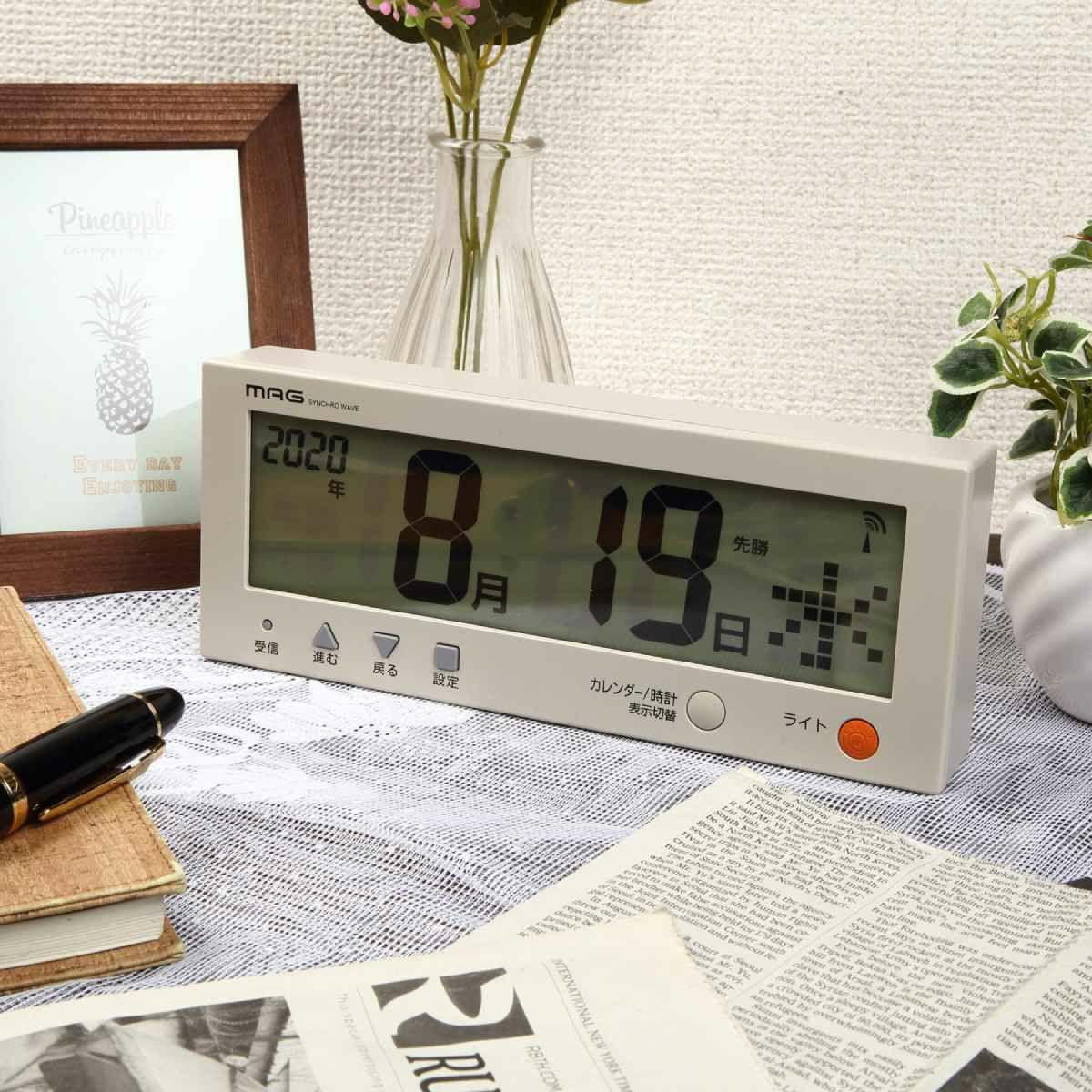 ≪メーカー直販≫ MAG(マグ)  W-762 BE-Z 横幅22.5cm デジタルカレンダー 電波時計 置時計 こよみん ベージュ 1個 ライト 目覚まし時計 置掛兼用 日付 曜日 わからない 認知症 もの忘れ 自宅 介護 ケア 便利 簡単 グッズ 老化 加齢 シニア 高齢者 日めくり
